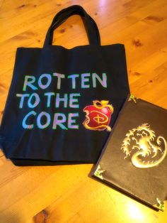 Trick or Treat bag - reverse side - Rotten to the Core - Mal - Descendants - made from black tote bag from Michael's, printed image, modge podge & puff paints Mal Halloween Costume, Halloween Bags, Homemade Halloween, Halloween 2017, Halloween Treats, Mal Descendants Costume, Disney Descendants, Diy Costumes, Costume Ideas