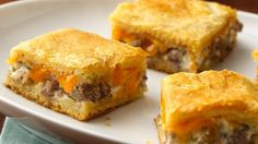 Sausage and Cheese Crescent Squares- Morning Tailgating? Crescent Rolls, Crescent Dough, Minced Onion, Easy Recipes, Easy Meals, Spanakopita, Pillsbury, Scrambled Eggs, Breakfast Recipes
