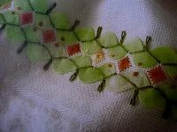 Parallel rows of ric rac with shades of pink and green stitching Crazy Quilting, Crazy Quilt Stitches, Crazy Patchwork, Hand Work Embroidery, Embroidery Applique, Cross Stitch Embroidery, Embroidery Patterns, Rick Rack, Chicken Scratch Embroidery