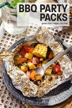 Vegan BBQ Party Pack is a wonderful and easy way to get tasty veggies at your next Summer gathering! Delicious, healthy and great for a quick meal. Foil Pack Meals, Foil Dinners, Vegan Grilling, Grilling Recipes, Vegan Barbecue, Campfire Recipes, Campfire Food, Vegan Dinner Recipes, Vegan Dinners