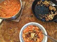 Mild tomatsoppa med snäckpasta