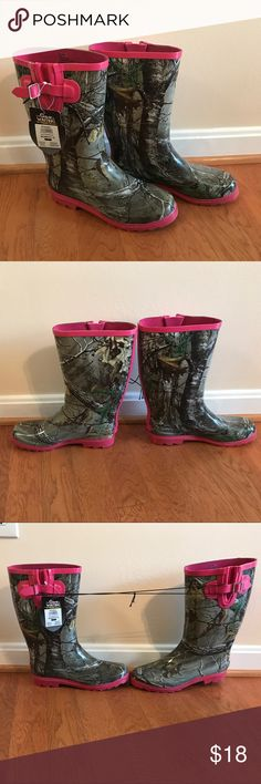 Pink and Woodland Camo Hunting/Rain Boots NWT! Never worn women's size 10 pink and camo rain/hunting boot from Academy Sports. Academy Shoes Winter & Rain Boots