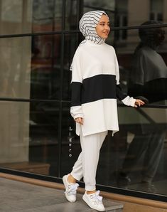 Muslim Women Fashion, Modern Hijab Fashion, Modesty Fashion, Street Hijab Fashion, Abaya Fashion, Fashion Pants, Fashion Outfits, Casual Hijab Outfit, Hijab Chic