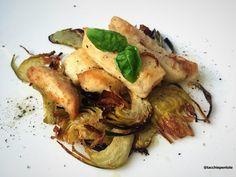 Il pollo ai carciofi è un secondo piatto molto gustoso, saporito e sfizioso. La ricetta è semplicissima e veloce da preparare.