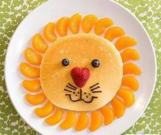 Kids Meals 50 Kids Food Art Lunches - Lion Pancake - These snack ideas are ADORABLE! Some people are so clever! I never would have thought of all of these amazing food art ideas, but they really are creative! Food Art For Kids, Cooking With Kids, Children Food, Easy Food Art, Fruit Art Kids, Kids Food Crafts, Cute Food Art, Fruits For Kids, Art Children