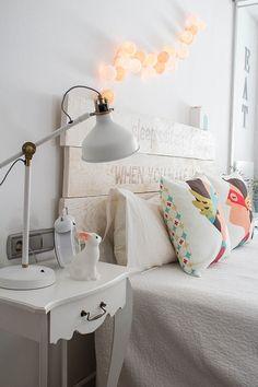 Cabecero de cama con tablas de madera Nursery Room Decor, Bedroom Decor, Scandinavian Kids Rooms, Teen Decor, Home Staging, New Room, Girl Room, Decoration, Decorating Your Home