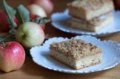 omenasose-piirakka Muffin, Baking, Breakfast, Desserts, Food, Muffins, Postres, Patisserie, Bakken