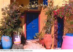 Building with Blue Door & Plants, Oia, Santorini, Greece Door Knockers, Door Knobs, Oia Santorini Greece, Doors Galore, The Doors Of Perception, Classic Doors, Entrance Doors, Front Doors, Home Building Design