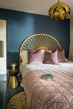 35 Eclectic Decor To Add To Your List - Home Decoration - Interior Design Ideas Home Bedroom, Bedroom Furniture, Bedroom Ideas, Kids Bedroom, Furniture Sets, Bedroom Clocks, Retro Furniture, Bedroom Styles, Bedroom Inspiration