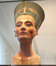 Nefertiti_Bust_in_Old_Museum_Berlin.jpg (901×1054)