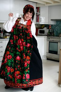 FolkCostume&Embroidery: Overview of Norwegian Costumes, part The eastern heartland Norwegian Clothing, Russian Fashion, Russian Style, Costumes Around The World, Tribal Dress, Folklore, Wedding Costumes, Folk Fashion, Folk Costume