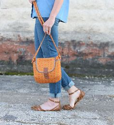 Gatherer Crossbody Bag designed by noodlehead. Features #Carkai by Carolyn Friedlander, shipping to stores December 2015. FREE pattern will be available to download from robertkaufman.com in November 2015. #FREEatrobertkaufmandotcom #carkaifabric