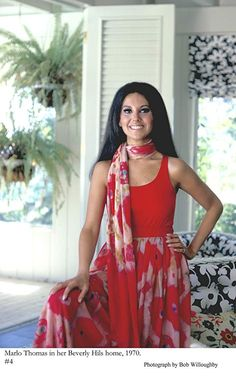 Marlo Thomas at home in Beverly Hills 1970 Fashion Tv, 1960s Fashion, Fashion Outfits, Fashion Shoes, Beverly Hils, Marlo Thomas, Adventure Outfit, Fashion Vocabulary, Kinds Of Clothes