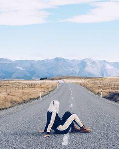 Tällä tiellä ei onneksi ollut auton autoa meidän lisäksi  #newzealand #lakeohau #lakepukaki #southislandnz #adidas #timberland #livingontheedge #adventures #fashionstatement