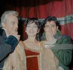 Tito Gobbi (1913 - 1984) as Scarpia, <a gi-track='captionPersonalityLinkClicked' href=/galleries/search?phrase=Maria+Callas&family=editorial&specificpeople=121806 ng-click='$event.stopPropagation()'>Maria Callas</a> (1923 - 1977) as Tosca, and Renato Cioni (1929 - 2014) as Mario Cavaradossi, in Puccini's 'Tosca' at the Royal Opera House, Covent Garden, London, January - February 1964. The production was directed by Franco Zeffirelli, with costumes by Marcel Escoffier.