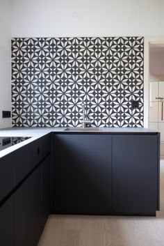Kitchen with KARAK rakufired tiles. Foto: Helmut Klien Tiles, Objects, Kitchen Cabinets, Home Decor, Room Tiles, Decoration Home, Room Decor, Tile, Cabinets