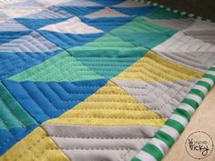 Let me start with a confession: I'm afraid of free motion quilting and I feel lost without my walking foot! The sheer thought of having to guide the fabric sandwich all.by.myself ruins the ex…