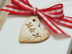 This listing is for a set of stained Personalized Clay Hearts Wedding Favor Gift Tags. These are made of white clay, lace imprinted and slightly