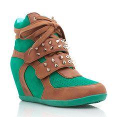 ¿Qué mujer no quisiera tener unas zapatillas deportivas con tacones? ¡Deja de soñar! Sneakers lanzó su colección de zapatos con plataforma para el otoño.