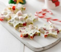 White Christmas Rocky Road Stars: Stuck for Christmas gifts ideas? Not only are these stars quick and easy to make, but they taste great and make wonderful gifts!.