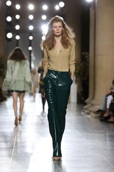 The star-studded Topshop autumn/winter 2015 show was a riot of tweed, corduroy, florals and patent pieces in rich autumnal tones. Bring on autumn, we say. Popsugar, Runway Makeup, Topshop Unique, Fall Winter, Autumn, Lavander, Corduroy, Tweed, Photo Galleries