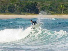 surfing in Lopes Mendes, Ilha Grande – RJ