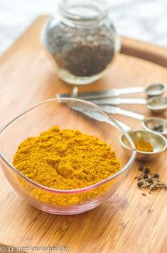 Jamaican curry powder recipe - learn how to make your very own fragrant curry powder using a mixture of ground and whole spices within a matter of minutes Spice Blends, Spice Mixes, Jamaican Curry Powder, Curry Seasoning, Seasoning Mixes, Salted Caramel Fudge, Salted Caramels, Curry Spices, Girl Cooking