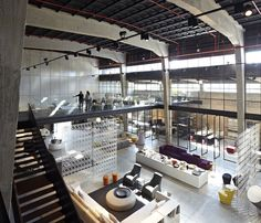 Image 12 of 47 from gallery of The Shell and its Contents – Italia B&B Showroom / Pitsou Kedem Architects. Photograph by Amit Geron Steel Building Homes, Building A House, Showroom Design, Interior Design, Showroom Ideas, Kitchen World, Pitsou Kedem, Warehouse Home, Furniture Showroom