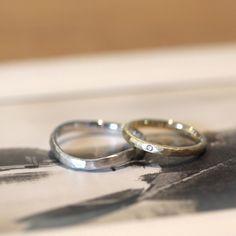 ゴールドとプラチナでおつくりした結婚指輪:槌目春(オーダーメイド/手作り)