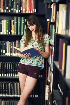 Re taking geek chic to new levels! level up your style wi Senior Pictures Books, Girl Senior Pictures, Senior Photos, Library Photo Shoot, Sexy Librarian, Woman Reading, Geek Girls, Book Girl, Geek Chic