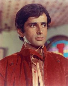 Photoshoot Bollywood Posters, Bollywood Actors, Vintage Bollywood, Indian Bollywood, Shashi Kapoor, Yesterday And Today, Film Industry, Beautiful Soul, Best Actor