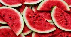 A melancia é rica em água e boa para os rins. Você já sabia disso, não é? Mas existe u...