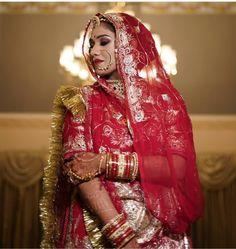 Shivani Rathore 💫 Rajasthani Bride, Rajasthani Dress, Bridal Poses, Bridal Portraits, Wedding Wear, Wedding Bride, Rajput Jewellery, Tikka Designs, Rajputi Dress