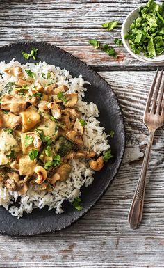 Step by Step Rezept: Hello Massaman! Cremig-mildes Thai-Curry mit Zucchini, Champignons und Cashewkernen Kochen / Essen / Ernährung / Lecker / Kochbox / Zutaten / Gesund / Schnell / Frühling / Einfach / DIY / Küche / Gericht / Blog / Leicht / selber machen / 30 Minuten / Veggie / Vegetarisch / Reis #hellofreshde #kochen #essen #zubereiten #zutaten #diy #rezept #kochbox #ernährung #lecker #gesund #leicht #schnell #frühling #einfach #küche #gericht #trend #blog #selbermachen #backen #curry…