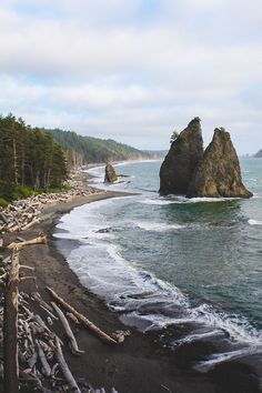 Driftwood Beach, Oregon Driftwood Beach State Recreation Site is a state park administered by the Oregon Parks and Recreation Department in the U. state of Oregon Oh The Places You'll Go, Places To Travel, Places To Visit, Driftwood Beach, Oregon Coast, Oregon Usa, Adventure Is Out There, The Great Outdoors, Wonders Of The World