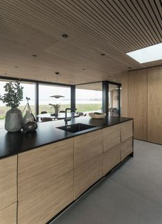 This reflect-kitchen is one of Uno Form's latest design and is designed by Søren Rose. The big windows allow the sea to be a part of the kitchen. Kitchen Design Small, Kitchen Design, Interior Cladding, Kitchen Inspirations, Kitchen Decor, Open Plan Kitchen Living Room, Kitchen Island Design, Kitchen Interior, Home Gym Design