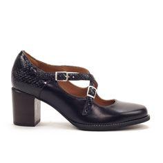f79a7333 Elegante zapato tipo mercedes, combinado de piel lisa con piel acabado  pitón. Planta acolchada