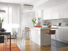 Cocina-abierta-al-salon-03 White Kitchen Inspiration, Made To Measure Furniture, Cocina Office, 100 M2, Kitchen Organisation, Open Concept Kitchen, New Home Designs, Living Room Kitchen, Beautiful Kitchens