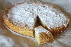 appelsiinejahunajaa: Maailman helppotekoisin ja herkullisin mantelitorttu-Santiagon torttu No Bake Treats, Sweet Recipes, Camembert Cheese, Dairy, Food And Drink, Baking, Easy Bakes, Decor, Santiago