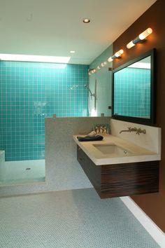 modernes bad glas fliesen hellblau mosaik schwebender waschtisch