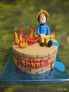 Brandweerman Sam taart Fireman Sam Cake, Fireman Party, Thomas Birthday Cakes, Fire Cake, Funny Cake, Cupcakes, Gorgeous Cakes, Fondant Cakes, Desserts