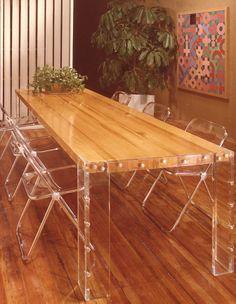 mesa madeira cadeiras acrílico transparente