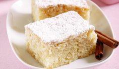 Hrnčekový koláč s jablkami | 3 hrnčeky polohrubej múky 2 hrnčeky kryštálového cukru 1 hrnček mlieka, pol hrnčeka oleja 5-6 jabĺk 1 balíček vanilínového cukru 1 balíček kypriaceho prášku do pečiva 1 vajce mletá škorica podľa chuti alebo 1 balíček škoricového cukru
