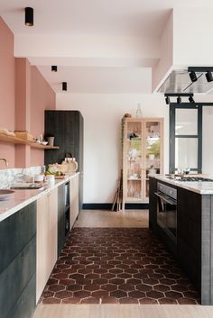 Are you bored seeing the same kitchen decor every day? Try these 5 simple kitchen renovation hacks for a more functional and comfortable kitchen. Quirky Kitchen, Diy Kitchen Decor, Green Kitchen, Kitchen Interior, Kitchen Dining, Home Decor, Peach Kitchen, Stylish Kitchen, Decor Diy