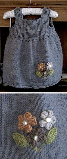 - Free Pattern Dove Smockie - Free Pattern Coronas hechas con tul para Navidad - Sin la flor Más Crochet Baby Dress Ideas That You Will Love Knitting For Kids, Knitting For Beginners, Crochet For Kids, Free Knitting, Crochet Baby, Knit Crochet, Headband Crochet, Baby Clothes Patterns, Baby Knitting Patterns