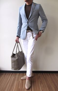 Read on to know how 5 different shades of chinos combine with 2 basic shirts in different hues to produces 7 fresh and unique outfit ideas. Unique Outfits, Casual Outfits, Fashion Outfits, Casual Belt, Chinos Men Outfit, Chinos And Blazer, Mens Fashion Blog, Men's Fashion, Man Dressing Style