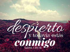 Salmos 139:18  (NVI)  Si me propusiera contarlos, sumarían más que los granos de arena. Y si terminara de hacerlo, aún estaría a tu lado.