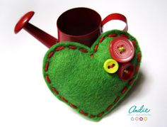 felt brooch / broche de fieltro *