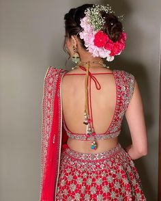 (C) Ritikahairstylist   Floral bridal hairstyle for Indian Brides   Bridal Bun hairstyle   #wittyvows #bridesofwittyvows #floralbun #bunhairstyle #bridalhairdo #indianbride #Indianwedding Bridal Hair Buns, Bridal Hairdo, Indian Bridal Hairstyles, Bun Hairstyles, Wedding Tips, Wedding Day, Flower Bun, Bridal Lehenga, Flowers In Hair