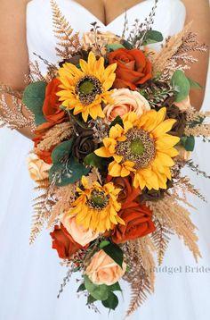 Bridal Bouquet Fall, Fall Bouquets, Fall Wedding Bouquets, Fall Wedding Colors, Fall Wedding Mums, Sunflower Wedding Bouquets, Sunflower Flower, Orange Wedding Themes, Orange Wedding Flowers